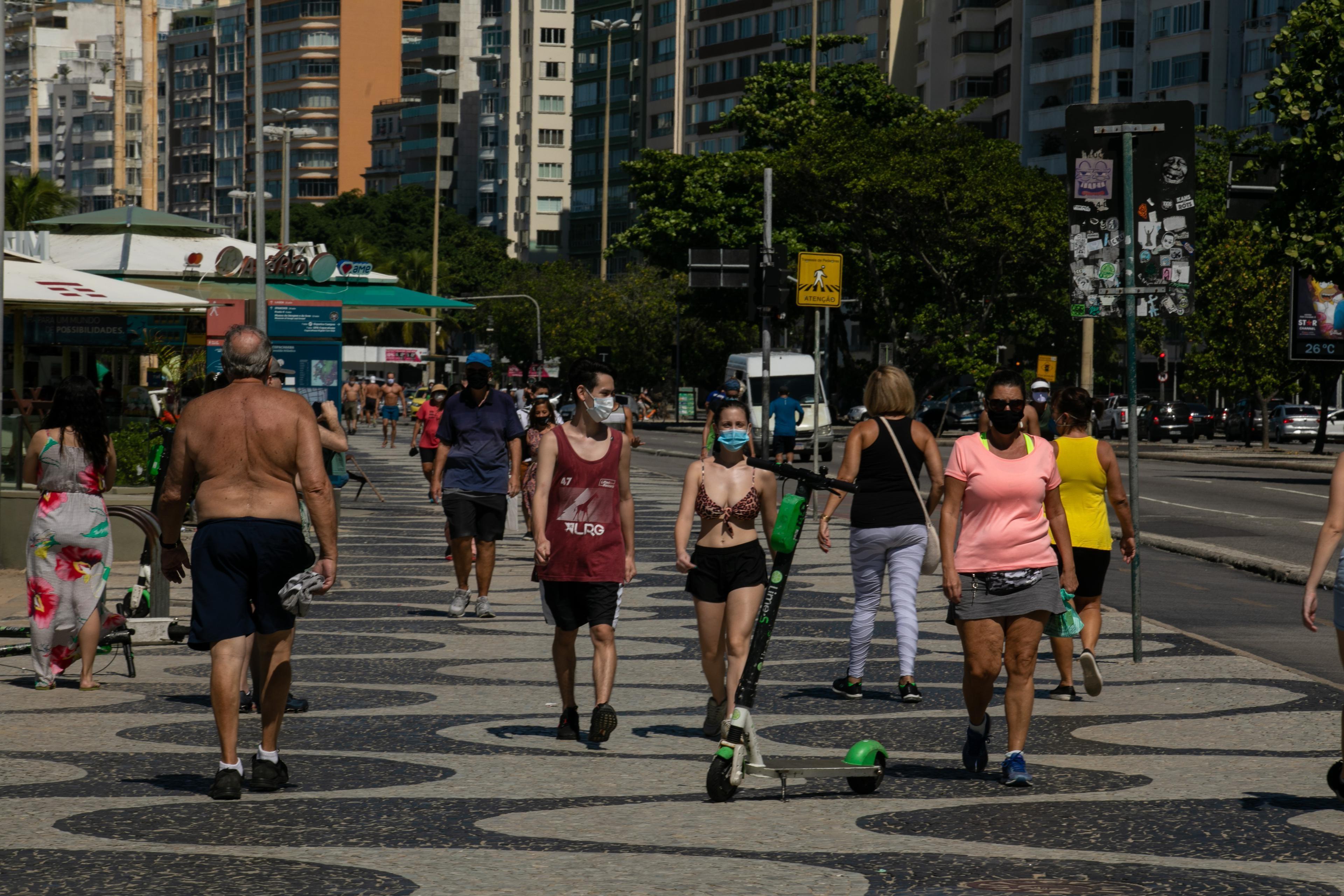 Risco para covid-19 cai de alto para moderado no estado do Rio