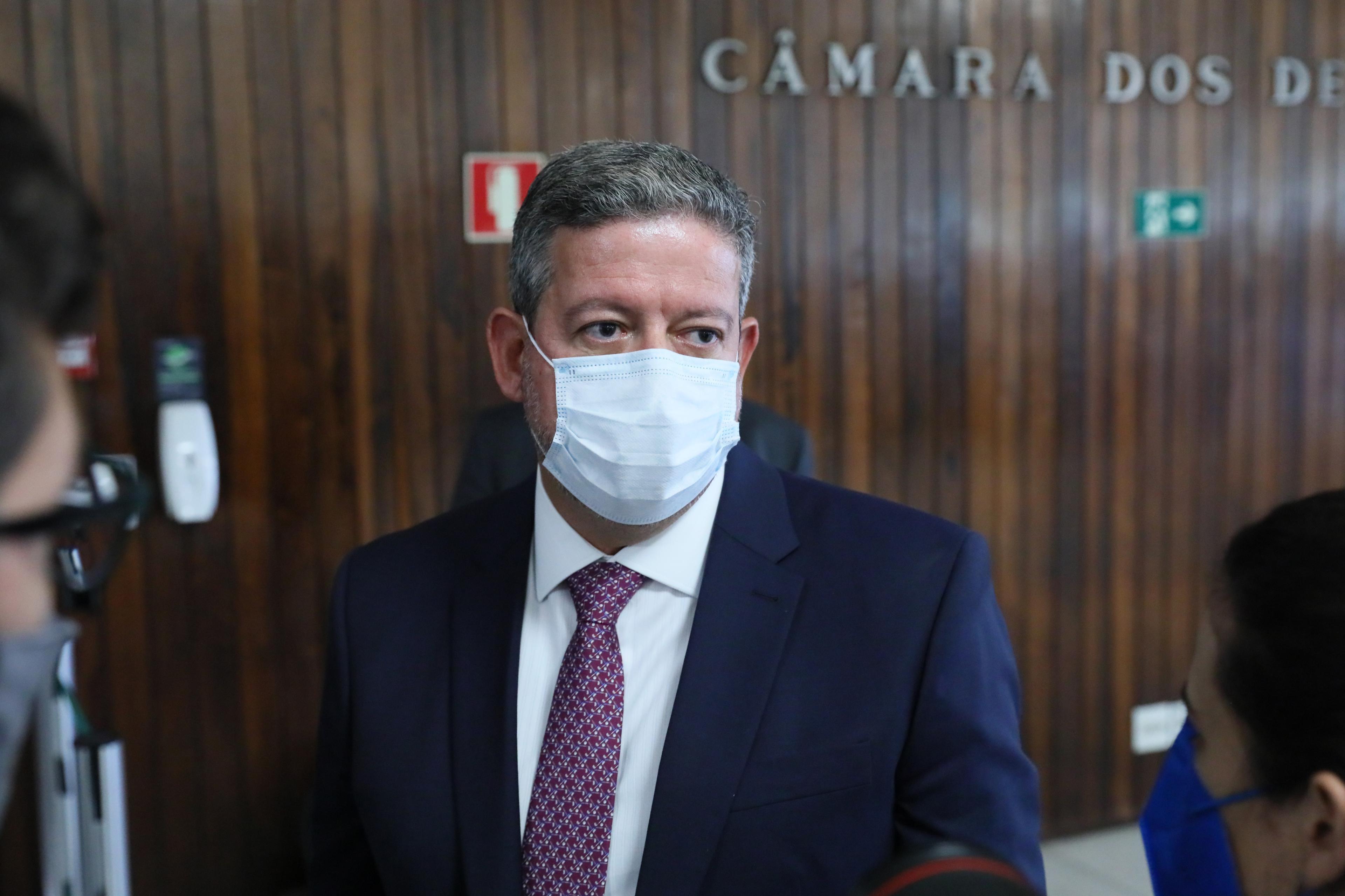 Governo adia entrega de projeto sobre IR para quarta-feira, diz Lira