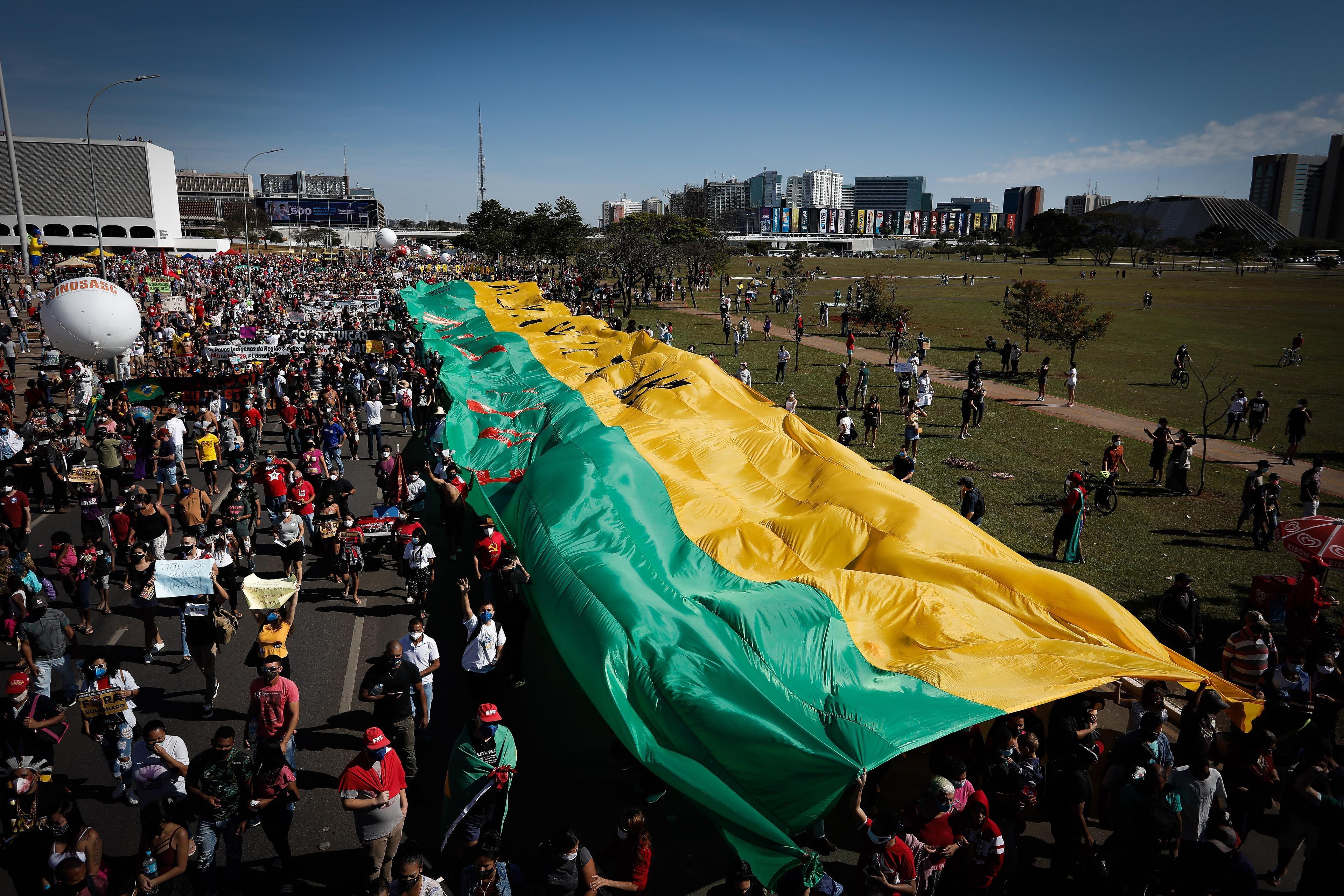 Manifestantes voltam às ruas contra Bolsonaro e fazem atos em todo o país